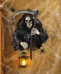 scary-grim-skeleton-hanging